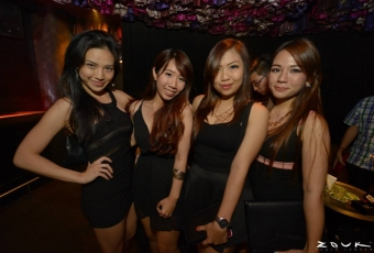 zouk-crowd-party