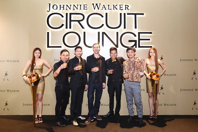 Keep Walking Ambassadors Karl Too and Shawn Chong of Omakase+Appreciate, chef Nigel Richter, filmmaker Quek Shio Chuan and fashion designer Harvee Kok were among the celebrated guests at JOHNNIE WALKER® CIRCUIT LOUNGE