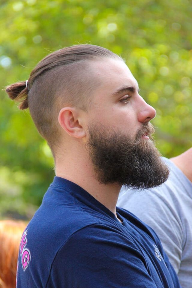 Men hairtyle top knot