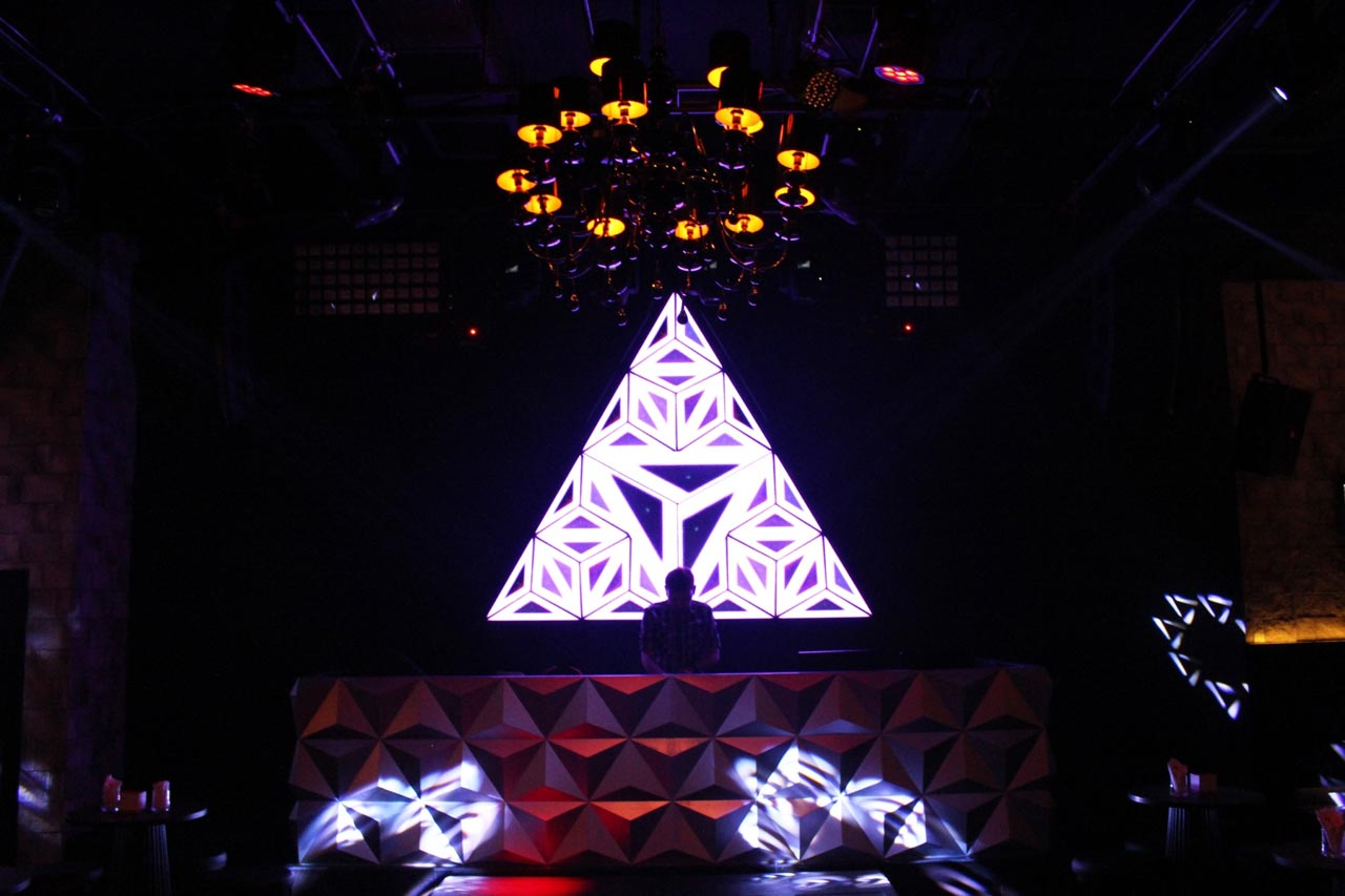 avalon-club-lounge-interior