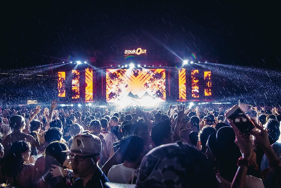 ZoukOut 2015 Colossal