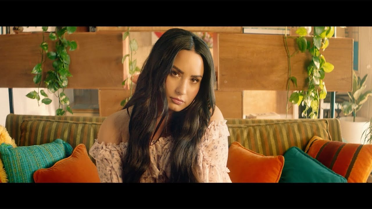 Clean Bandit – Solo feat. Demi Lovato (Official Music Video)